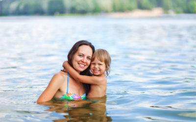 Wie kann ich meinem Kind schwimmen beibringen?